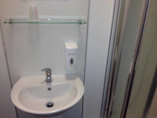 The Anchor Hotel & Bars: tiny bathroom!