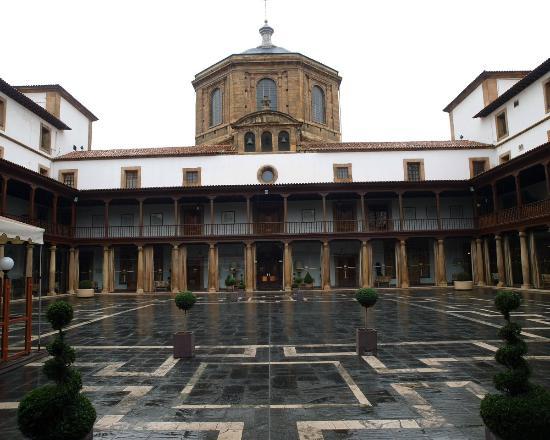Eurostars Hotel de la Reconquista: Patio