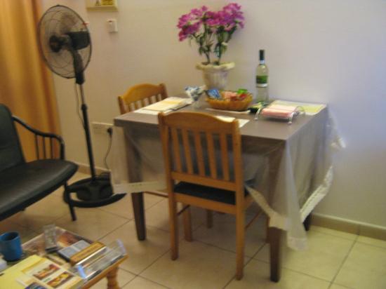 أبولونيا هوليداي أبارتمنتس: Dining area 