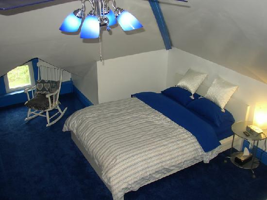 Kempton, IL: Attic suite