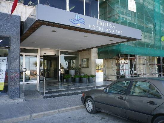 Preluna Hotel & Spa: Hotel front from street
