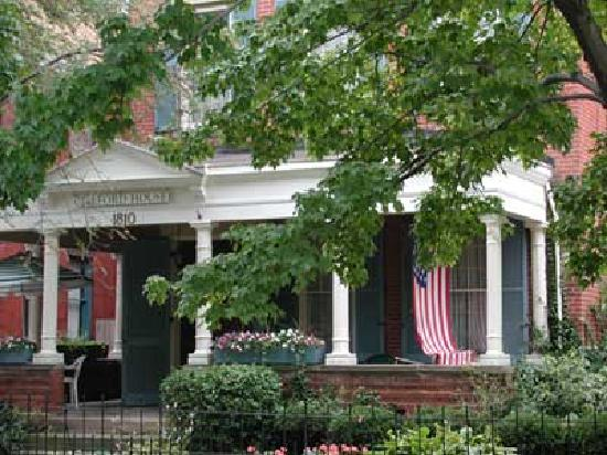 Clifford House Bed and Breakfast: Relax on the Veranda