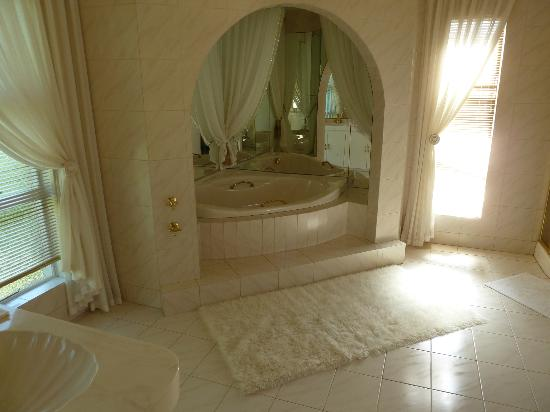 Monte Cristo Country Manor: Bathroom