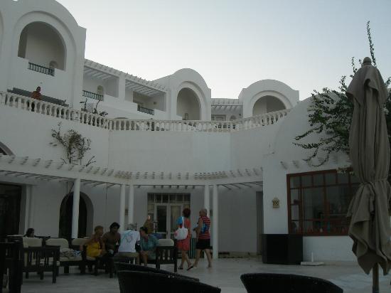 Palais des Iles Djerba Hotel: Piazzetta interna al villaggio