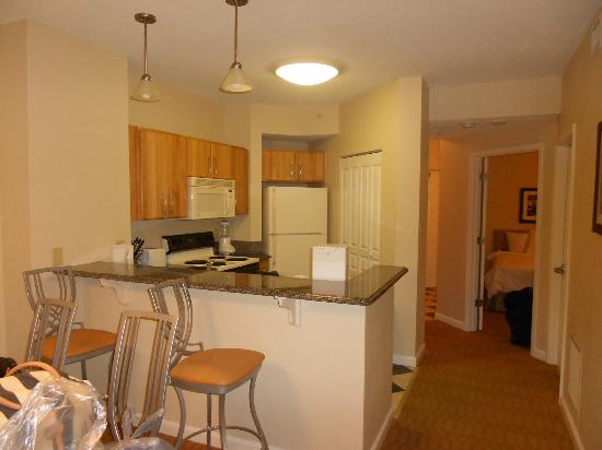 Wyndham Ocean Boulevard: Kitchen and dining room area