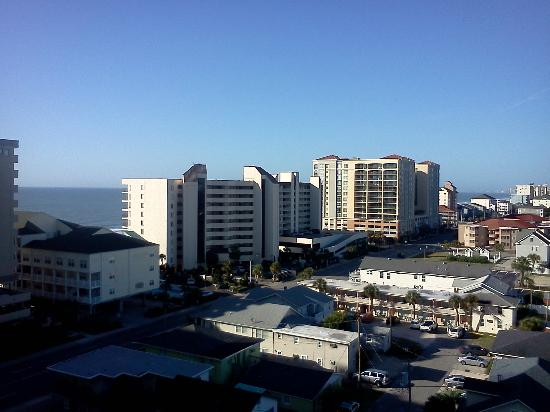 Wyndham Ocean Boulevard: view from 5th floor walkway to elevators