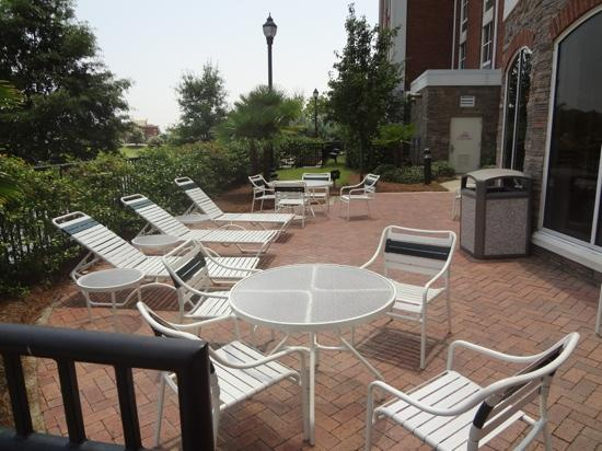 Hilton Garden Inn Jackson/Madison: Patio Area