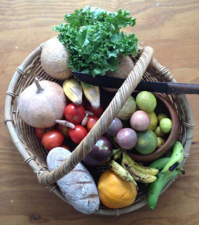Aretai Beach Villas: Fresh produce from the garden and markets