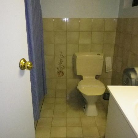 Morphettville Motor Inn: Bathroom