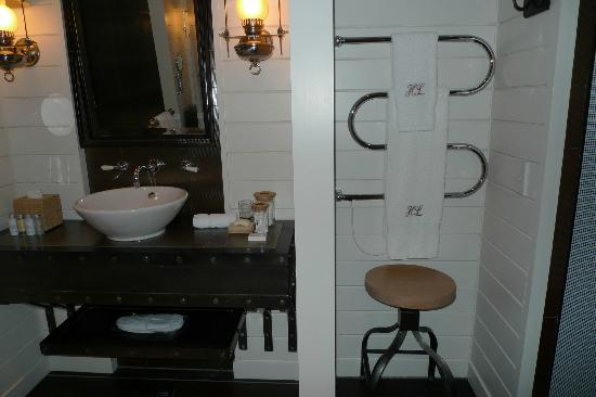 Huka Lodge: Basin and towel heating rail