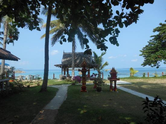 Silver Beach Resort: hotel grounds