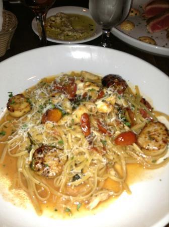 Il Granaio: Scalops Positano, with Crab meat
