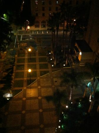 Hyatt Regency Sacramento: Night time view of the hotel grounds from my room