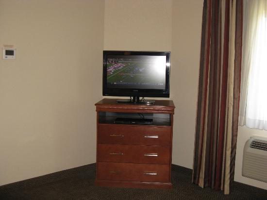 Candlewood Suites Springfield : Springfield Candlewood TV