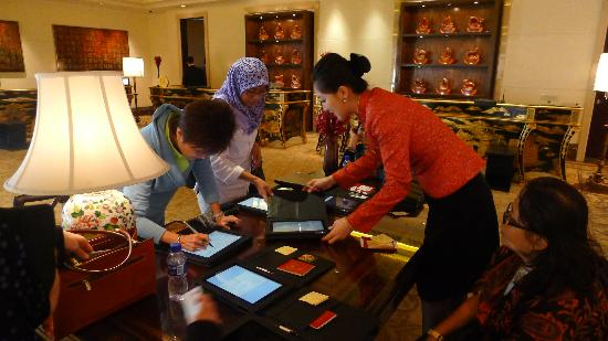 Shangri-La's China World Hotel: Check in - Helpful Staff