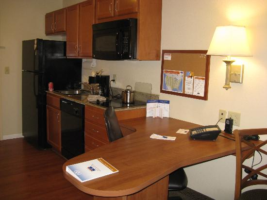 Candlewood Suites Springfield : Springfield Candlewood kitchen