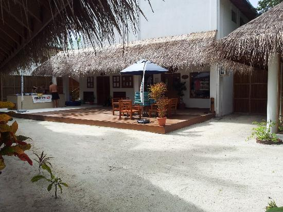 Vakarufalhi Island Resort: the dive center
