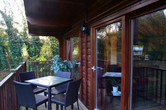 Cherbridge Cottages: Outside the cottage