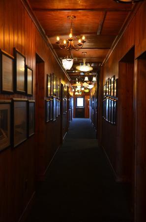 McMenamins Gearhart Hotel: hallway