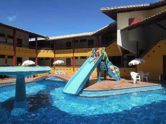 Porto Calem Praia Hotel: Piscina com escorrega