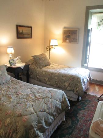 The Stagecoach Inn Bed and Breakfast: Room 3 with twin beds