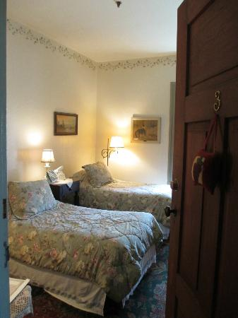 Stagecoach Inn Bed and Breakfast: Our First Peek At Our Room!