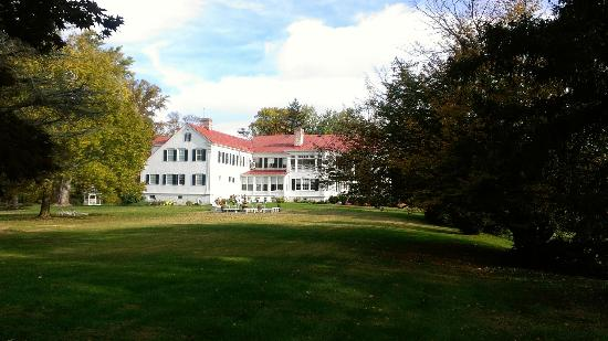 Rosemont Manor: Side of Manor from lawn