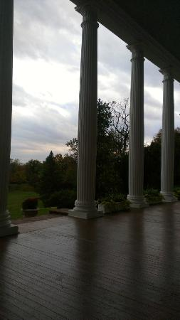 Rosemont Manor: Beautiful columns