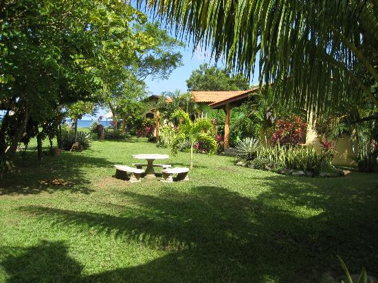 Tranquility Bay Beach Retreat: Comfortable Cabanas in a lush tropical garden