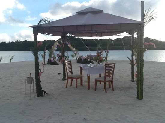 Aquana Beach Resort: Gorgeous wedding setup