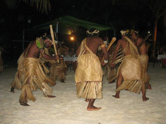 Aquana Beach Resort: Warrior dancers