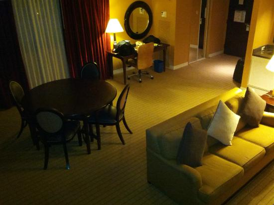 Sheraton Fort Lauderdale Airport & Cruise Port: Room 1101 - Suite