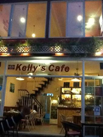 YangShuo DengLong FengWei Guan: Kelly's Cafe by night