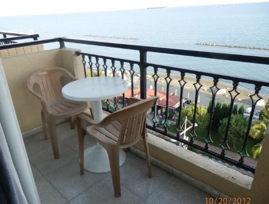 Pier Beach Aparthotel: Limassol Bay