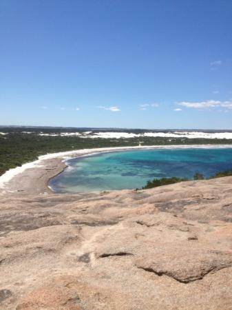 Esperance Eco Discovery Tours: Fantastic view from the top of a rock
