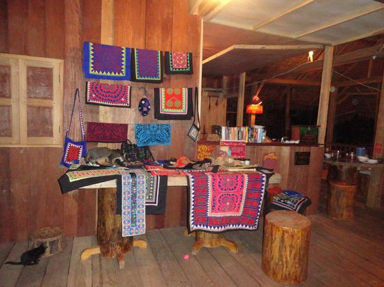 Daauw Home: Woman Empowerment Shop