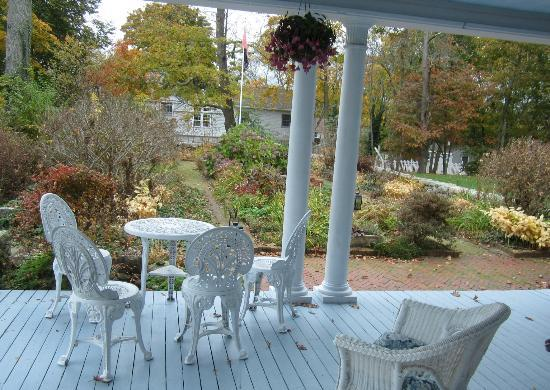 Inn Magnolia : garden in October