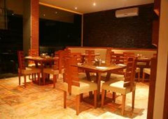 Hotel Apaar: A/c or Indoor Restaurant