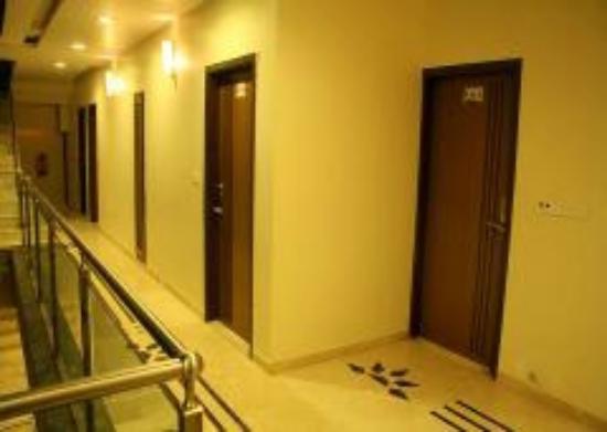 Hotel Apaar: Corridor