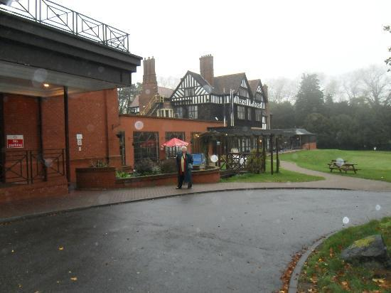 Royal Court Hotel - Coventry: Looking toward the main hotel with grounds on right. Main Entrance on my left.