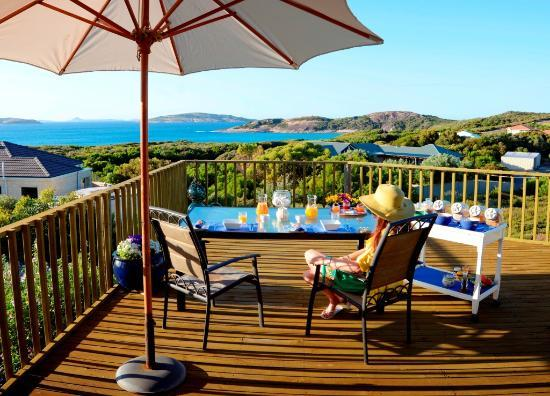 Esperance B & B by the Sea: Breakfast on the sundeck