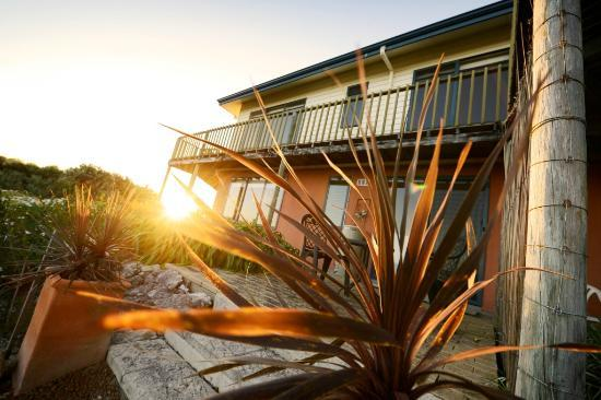 Esperance B & B by the Sea: Capture the sunset from the balcony