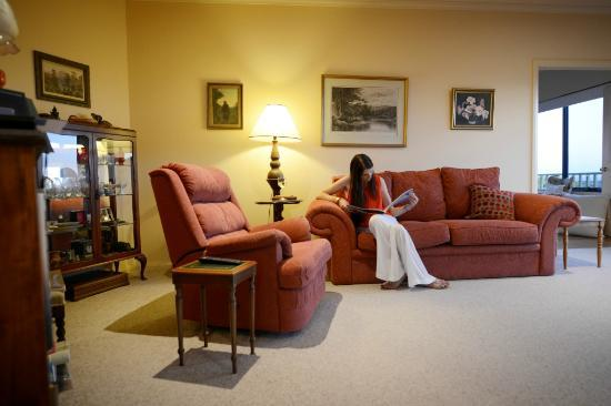 Esperance B & B by the Sea: Relax in the Guest Lounge