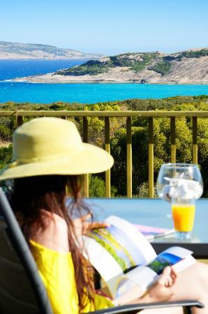 Esperance B & B by the Sea: Relax on the sundeck