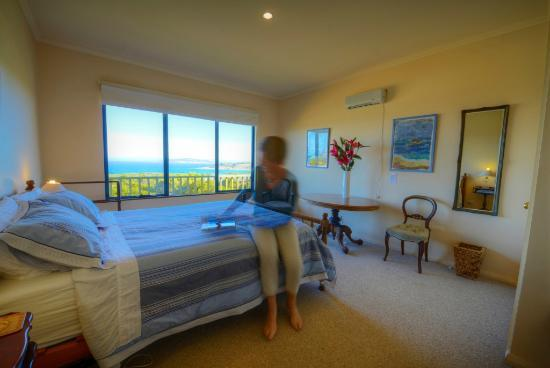 Esperance B & B by the Sea: Upstairs queen bedroom
