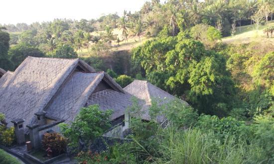 Bali Masari Villas & Spa: view over other villas to hills opposite