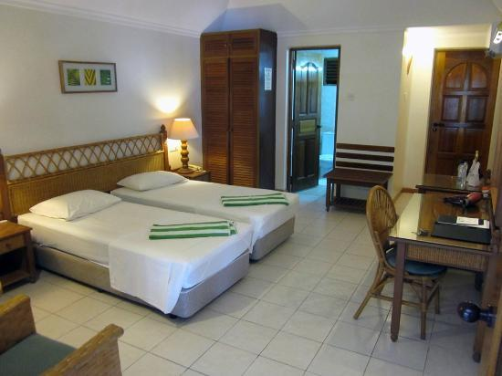 Fihalhohi Island Resort: Comfort room inside