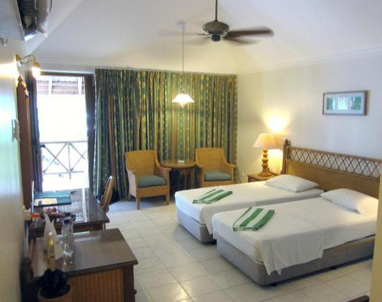 Fihalhohi Island Resort : Comfort room on the ground floor (#18)