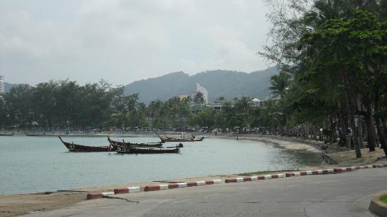 Seaview Patong Hotel: la plage devant l'ôtel