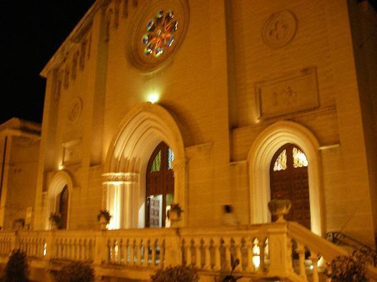 Hotel Sylesia: Kirche in Letojanni